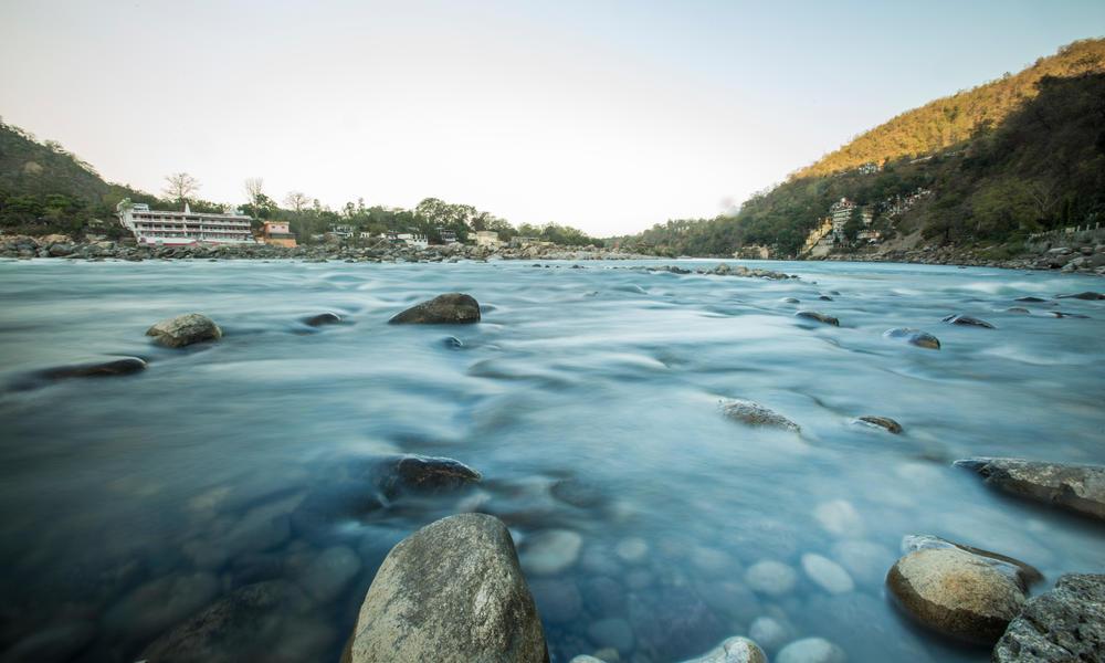 平安如水流